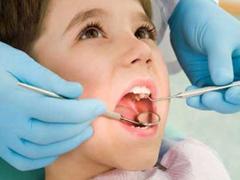Врач определит происходит ли смена зубов правильно