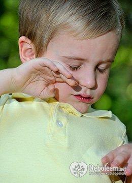 Що робити, якщо у дитини запалився очей