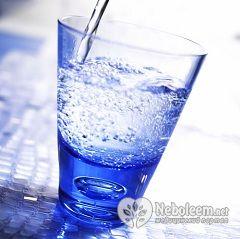 Дистильована вода - єдине, що можна під час добового голодування по Бреггу