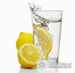 Сніданок лимонної дієти - вода з лимоном для схуднення